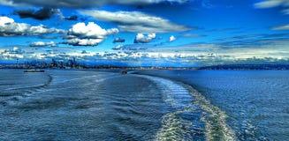 Seattle stadshorisont över pugetljud och eliott skäller Arkivfoto