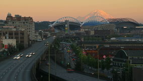 Seattle-Stadt-Verkehrs-Zeitspanne-Sonnenuntergang stock video footage