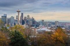 Seattle-Stadtbild, das früh im Herbst monring ist Lizenzfreies Stockfoto