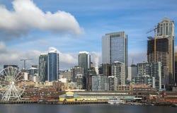 Seattle strand och horisont, med utrymmevisarvisningen royaltyfria bilder