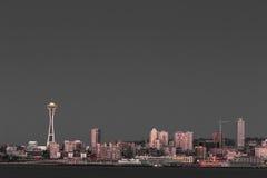 Seattle-Ufergegend und Raumnadel lizenzfreie stockfotografie