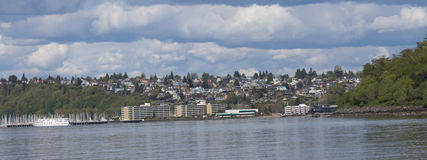 Seattle-vista en el parque del descubrimiento fotos de archivo