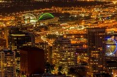 Seattle, WA la nuit du haut de l'aiguille de l'espace Photographie stock libre de droits