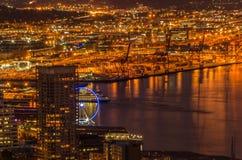 Seattle, WA nachts von der Spitze der Raumnadel stockfoto