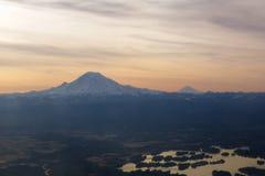 SEATTLE, WASHINGTON, DE V.S. - 27 JANUARI, 2017: Zet Regenachtiger in de Cascadewaaier tijdens het vroege ochtendzonlicht op, zoa stock afbeelding