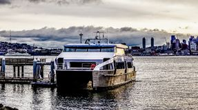 Seattle washington horisont med den hamnsikt och färjan Royaltyfria Foton
