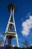SEATTLE, WASHINGTON, los E.E.U.U. - 23 de enero de 2017: Aguja del espacio contra un día claro del cielo azul según lo visto de l Imagen de archivo