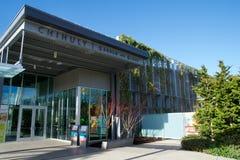 SEATTLE, WASHINGTON, los E.E.U.U. - 23 de enero de 2017: Entrada principal del jardín de Chihuly y del museo del vidrio imagenes de archivo