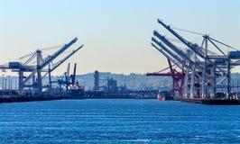 Seattle Washington Port met Rode Witte Kranen en Vrachtschepen Royalty-vrije Stock Afbeeldingen