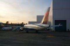 SEATTLE, WASHINGTON, USA - 27. Januar 2017: Delta Airlines Boeing 767 Flugzeuge bereiten sich für Nehmen von in Seattle-Tacoma vo Stockfoto