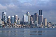 SEATTLE, WASHINGTON, USA - 25. Januar 2017: Eine Ansicht über Seattle im Stadtzentrum gelegen vom Wasser von Puget Sound Piers, W Stockfoto