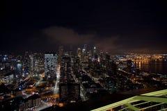 SEATTLE WASHINGTON, USA - JANUARI 23rd, 2017: horisont av i stadens centrum Seattle, beskådar uppifrån av utrymmevisaren under a Royaltyfri Foto