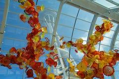 SEATTLE WASHINGTON, USA - JANUARI 23rd, 2017: Sikt av utrymmevisaren från inre Chihulyen trädgårds- och Glass museum Royaltyfri Foto