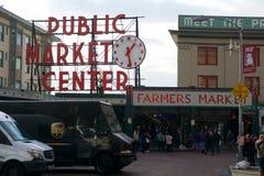 SEATTLE WASHINGTON, USA - JANUARI 24th, 2017: Ingång till marknaden för pikställe i i stadens centrum Seattle Marknaden som in öp Royaltyfri Bild
