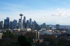 SEATTLE, WASZYNGTON, usa - JAN 24th, 2017: Seattle linii horyzontu panorama widzieć od Kerry parka podczas dnia światła z górą Zdjęcia Stock