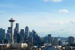 SEATTLE, WASZYNGTON, usa - JAN 24th, 2017: Seattle linii horyzontu panorama widzieć od Kerry parka podczas dnia światła z górą Zdjęcie Royalty Free