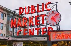 Seattle, Waszyngton, usa 02/06/17: Szczupaka miejsca rynek z odbija Fotografia Royalty Free