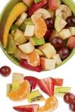 Seau complètement de fruits Image stock
