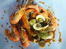 Seau de crevette de fruits de mer Image stock