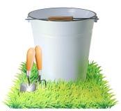 Seau, pelle, râteau sur une herbe verte Photo stock