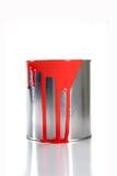 Seau rouge malpropre de peinture Image stock