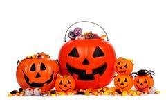 Seaux assortis de sucrerie de lanterne de Halloween Jack o d'isolement sur le blanc Photographie stock libre de droits