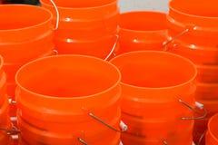 Seaux oranges à vendre images libres de droits
