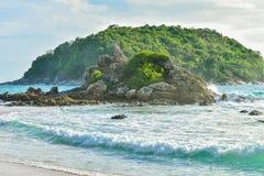 Seaview & νησί στο ακρωτήριο Promthep σε Phuket, νότιο ηλιοβασίλεμα της Ταϊλάνδης με το θαυμάσιο λυκόφως στο ακρωτήριο Phromthep, Στοκ Φωτογραφίες