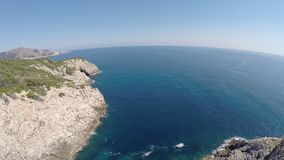 Seaview bonito dos penhascos de Cala Rajada- voo aéreo, Mallorca video estoque
