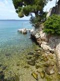 Seaview clair en Croatie pendant le midi Photo libre de droits