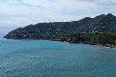 Seaview en heuvel met huizen royalty-vrije stock afbeelding