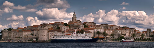 Seaview van a forified oude stad - Korcula Royalty-vrije Stock Afbeelding