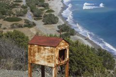 Seaview z starą miniaturą chappel w Grecja obraz royalty free