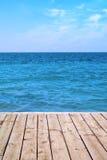 Seaviewpanorama van houten dek Stock Afbeeldingen