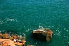 Seawater i skały Fotografia Royalty Free