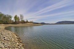 Seawater i skalista plaża Zdjęcie Stock