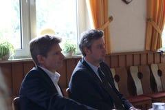 Sebastian Blumethal medlemmen av Bundestagen, samman med Dr. Heiner Garg, tidigare sociala angelägenheter sörjer för och ställföre royaltyfria foton