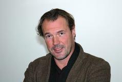 Sebastian Koch en el sistema de la producción de la TV Fotografía de archivo libre de regalías