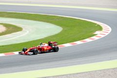 Sebastian Vettel conduce el coche de Scuderia Ferrari en la pista para el Fórmula 1 español Grand Prix en Circuit de Catalunya imagen de archivo libre de regalías