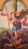 SEBECHLEBY SLOVAKIEN - målarfärg av ärkeängeln Michael från det huvudsakliga altaret av parischkyrkan av St Michael vid L Schrame Arkivfoto