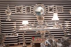 Sebra-gjord randig ställning på HOMI, internationell show för hem i Milan, Italien Royaltyfri Fotografi