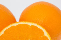 Fim-acima de laranjas cortadas Fotografia de Stock Royalty Free