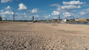 Seca em Alemanha, maré baixa em Rhine River Fotos de Stock