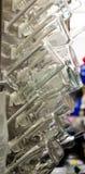 Secado de las botellas y de los cubiletes del laboratorio imágenes de archivo libres de regalías