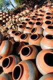 Secado redondo de los potes de arcilla Fotografía de archivo