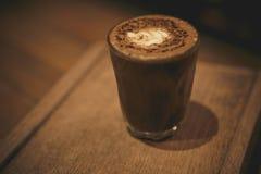 Secadora de roupa do café no estilo de madeira do vintage da pousa-copos Foto de Stock