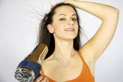 Secagem modelo fêmea seu cabelo longo Fotografia de Stock Royalty Free