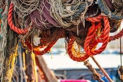 Secando redes de pesca na traineira Fotos de Stock Royalty Free