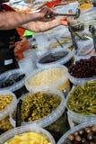 Secchi pieni delle olive, dei sottaceti e del cereale di bambino fotografie stock