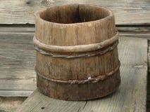 Secchio di legno antico Immagini Stock Libere da Diritti